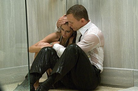 casino-royale-bond-vesper-shower_1163730149