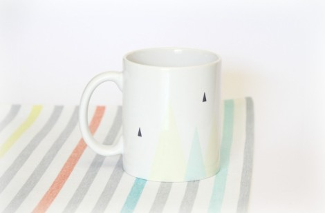 so-mug-triangles-2-910x600
