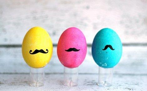 oeufs-Pâques-jaune-rose-bleu-moustaches